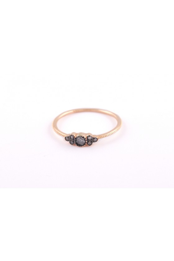 Ring 18k gold. Grey diamond.