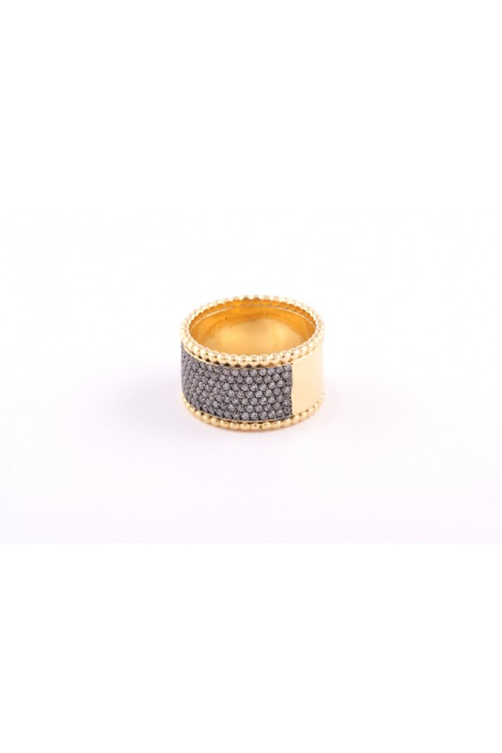 Ring 18k gold.  Grey diamond