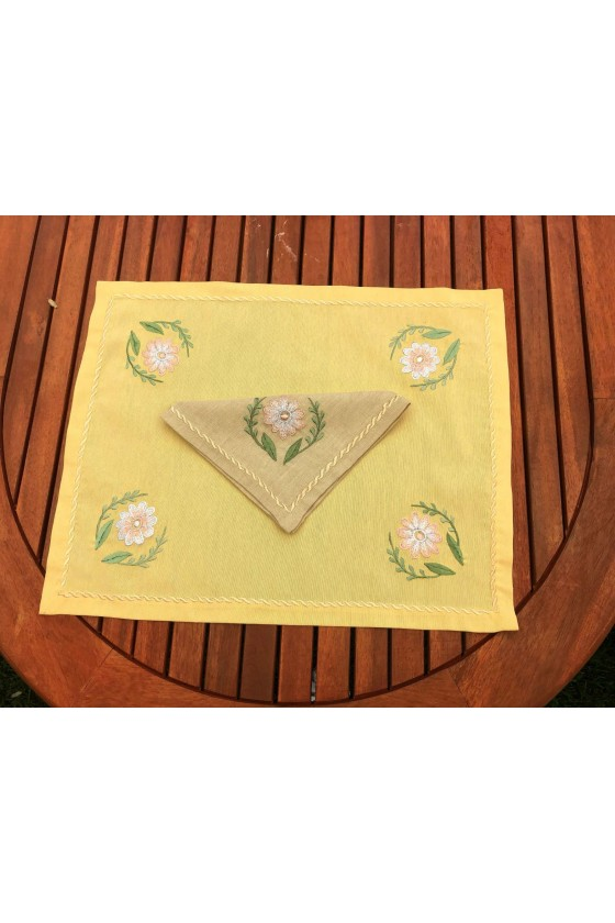 4 Pieces of Placemats and Napkins with Matching Runner